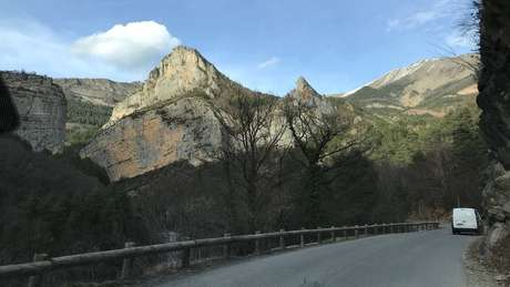 Os Alpes de Alta Provença, na França, têm 22 alcateias de lobos e os fazendeiros sofrem com os ataques dos animais