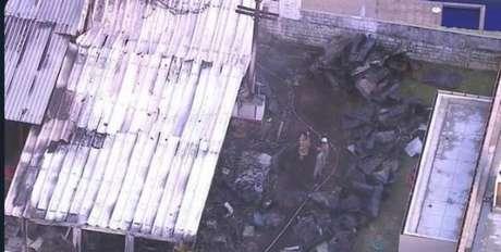 Incêndio atingiu o alojamento das divisões de base no Ninho do Urubu (Foto: Reprodução/TV Globo)