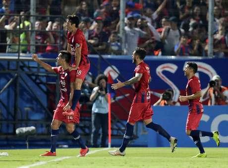 Jogadores do Cerro comemoram mais um gol contra o Atlético-MG