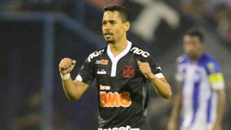 Pikachu comemora gol solitário que deu vitória ao Vasco
