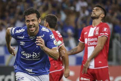 Comemoração do gol de Fred, terceiro do Cruzeiro, marcado diante do Huracán (ARG), em partida válida pela quarta rodada da fase de grupos da Copa Libertadores da América 2019, realizada no Estádio Mineirão, na cidade de Belo Horizonte, nesta quarta-feira (10).