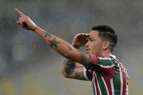 Luciano, do Fluminense, comemora após marcar gol em partida contra o Luverdense, válida pela terceira fase da Copa do Brasil 2019, realizada no Estádio do Maracanã, na zona norte do Rio de Janeiro, nesta quarta-feira (10).