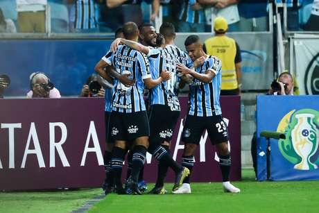 Leonardo Gomes comemora o 3ª gol do Grêmio, marcado por ele, durante Grêmio x Rosario Central (ARG), partida válido pela quarta rodada da fase do grupo H (Rodada 4 de 6 partidas) da Copa Conmebol Libertadores 2019. Jogo realizada na Arena do Grêmio na noite desta quarta-feira (10) em Porto Alegre, RS, Brasil