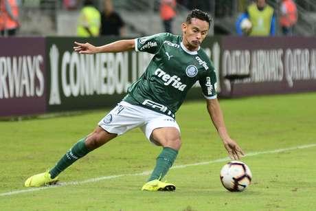 Gustavo Scarpa, do Palmeiras, em partida contra o Junior Barranquilla, válida pela 4ª rodada do Grupo F da Copa Libertadores 2019, no Allianz Parque, em São Paulo, nesta quarta-feira (10).