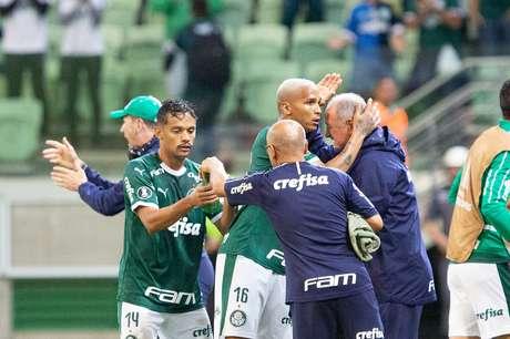Deyverson, do Palmeiras, comemora após marcar gol em partida contra o Junior Barranquilla, válida pela 4ª rodada do Grupo F da Copa Libertadores 2019, no Allianz Parque, em São Paulo, nesta quarta-feira (10).