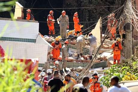 Dois prédios desabaram na Muzema, comunidade na Zona Oeste do Rio de Janeiro (RJ), na manhã desta sexta-feira (12)