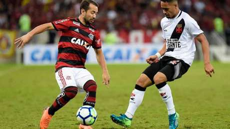 Nos dois clássicos deste ano, Flamengo e Vasco ficaram no 1 a 1 no Maracanã (Foto: Thiago Ribeiro/AGIF)