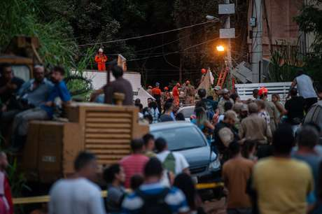 Dois prédios de seis andares desabaram na manhã desta sexta-feira (12) na comunidade da Muzema, que fica no Itanhangá, zona oeste da cidade