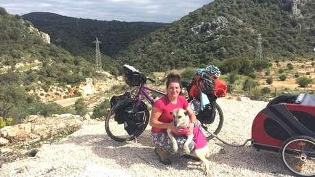 Ishbel e a cachorra Lucy na Turquia