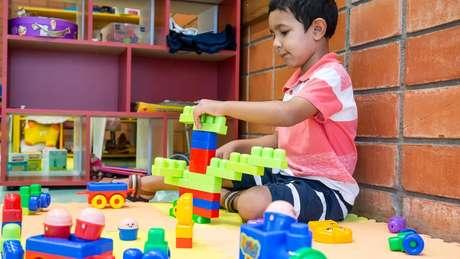 Mais estímulo na primeira infância costuma se traduzir em melhor desempenho acadêmico e autocontrole emocional
