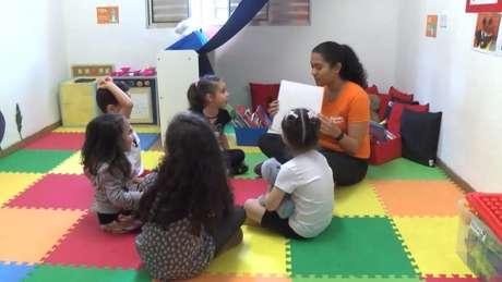 Crianças atendidas em negócio social iniciado em SP; estímulos recebidos na primeira infância têm impacto até a vida adulta