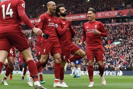 Salah marcou um golaço para dar a vitória ao Liverpool (Foto: PAUL ELLIS / AFP)