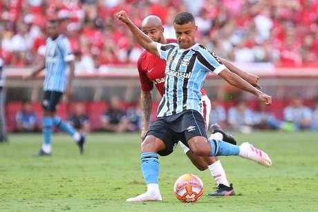 Alisson, do Grêmio, em lance da primeira partida da final do Campeonato Gaúcho 2019 contra o Internacional, disputada no estádio Beira-Rio, em Porto Alegre (RS), na tarde deste domingo, 14 de abril de 2019.