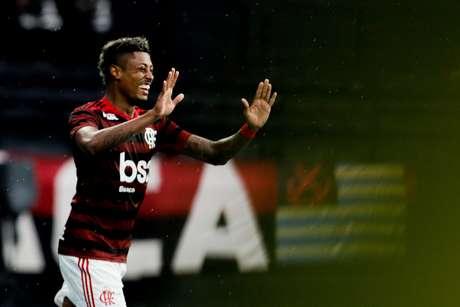 Bruno Henrique comemora seu gol durante primeira partida entre Vasco X Flamengo pelo campeonato Carioca 2019 no estádio Nilton Santois neste domingo (14/04).