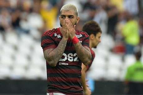 O jogador Gabigol do Flamengo, durante partida válida contra a equipe do Vasco, em jogo válido pela 1ª partida da final do Campeonato Carioca de 2019, realizado no Estádio do Engenhão, na Zona Norte do Rio, neste domingo (14).