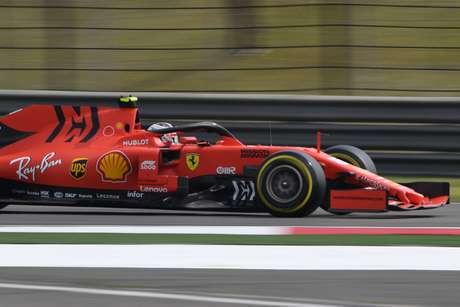 Rosberg considerou injusto o tratamento da Ferrari com Leclerc