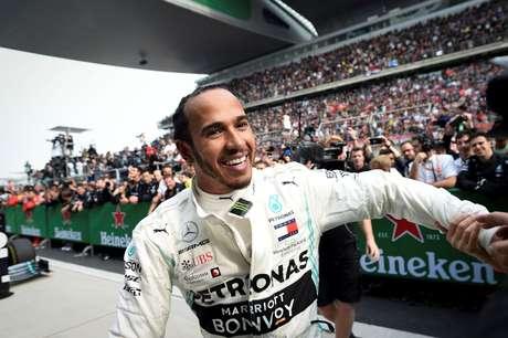 Hamilton diz que mudança no estilo de pilotagem ajudou na vitória