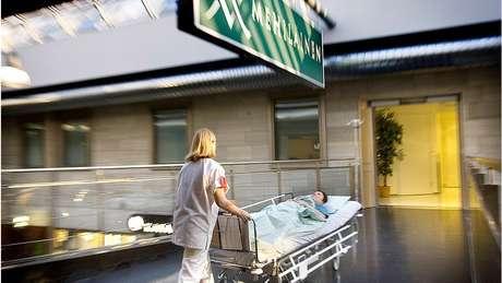 O governo anterior renunciou ao não conseguir reformar o sistema de saúde e assistência social do país