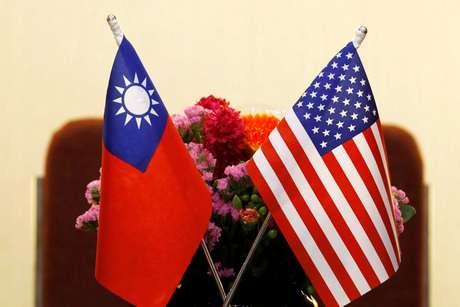 Bandeiras de Taiwan e dos Estados Unidos em Taipei 27/03/2018 REUTERS/Tyrone Siu