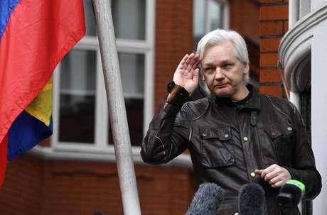 Assange viveu por sete anos em embaixada do Equador em Londres