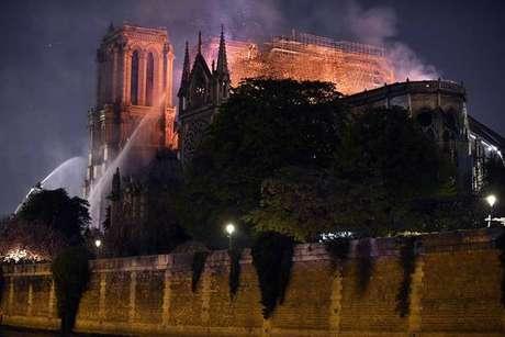 Premier da Itália expressa 'luto' por incêndio na Notre Dame