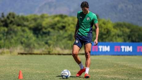 Pedro tem treinado com bola no CT Pedro Antônio desde o dia 4 de março (Foto: Lucas Merçon/Fluminense)