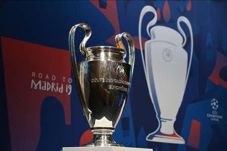 O objeto de desejo dos oito clubes restantes na Champions (Foto: Fabrice Coffrini/AFP)