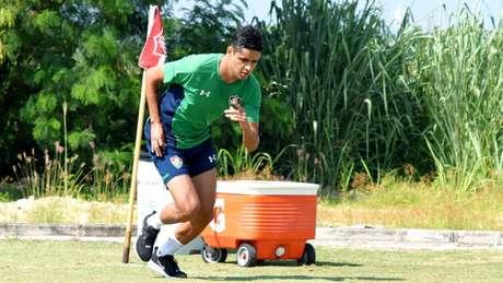 Léo Artur, de 23 anos, chega ao Tricolor por empréstimo até o fim do ano (Foto: Mailson Santana/FFC)