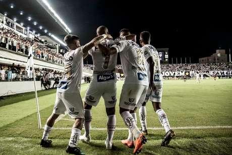 Nos últimos dois jogos em casa, o Santos finalizou mais de 50 vezes contra o gol rival (Foto: Ivan Storti/Santos FC)