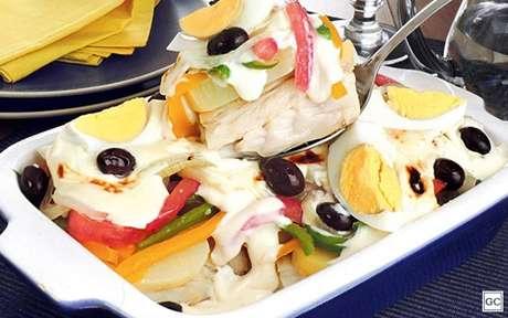 Entre as receitas para a Sexta-feira Santa, a Bacalhoada cremosa com legumes é uma opção certeira!