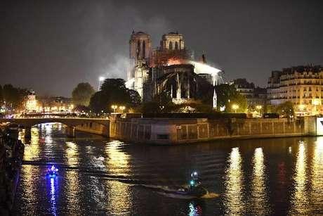 Relíquias preservadas na Notre Dame estão a salvo,diz reitor