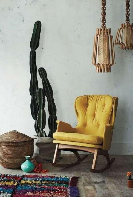 12. Cadeiras de balanço são móveis que nunca saem de moda e garantem um ambiente muito mais confortável – Foto: Saatchi Art