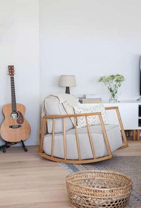 15. Decoração com cadeira de balanço moderna e super aconchegante – Foto: Avenue Lifestyle
