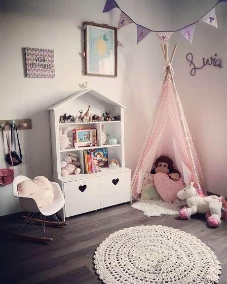 23. Modelo de cadeira de balanço infantil para quarto de bebê – Foto: OHasty's Home
