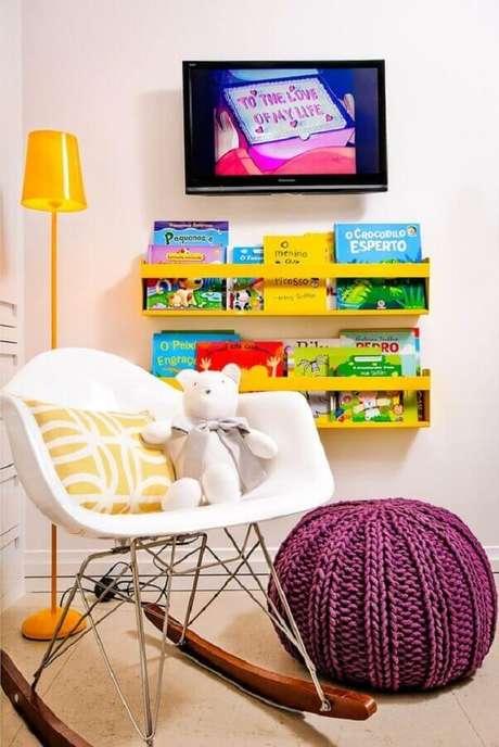 27. Decoração infantil com puff de crochê redondo e cadeira de balanço eames – Foto: Pinterest