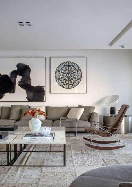 32. Decoração moderna para sala ampla com cadeira de balanço – Foto: Gisele Taranto