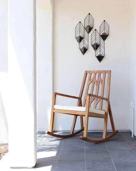 44. Modelo de cadeira de balanço de madeira – Foto: Jenn Braidwood