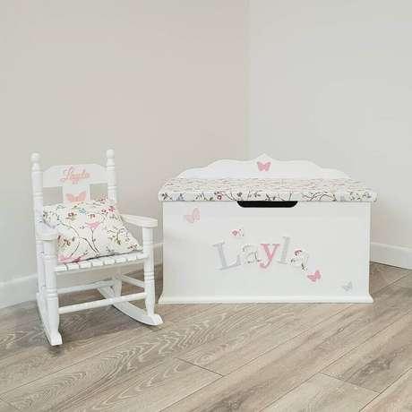 46. Modelo de cadeira de balanço infantil – Foto: Dreambox Custom Toy Boxes