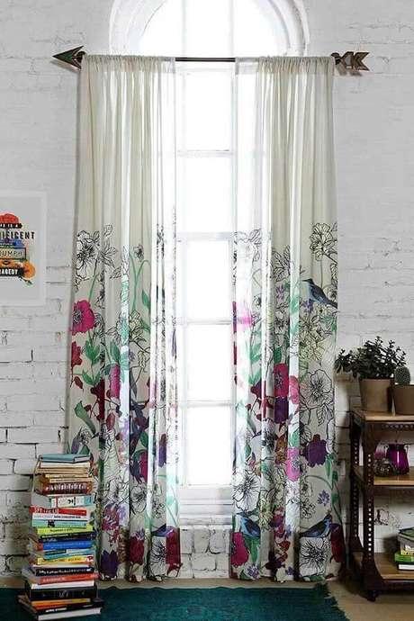 15- Em ambientes rústicos, os modelos de cortinas são pendurados em varões de metal. Fonte: Pinterest