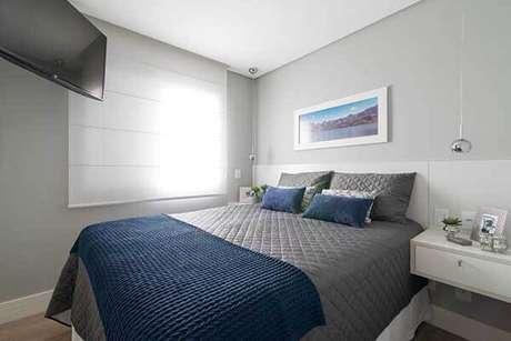 23- Os modelos de cortinas para quarto podem ser tipo rolo embutido no forro de gesso. Fonte: Danyela Corrêa