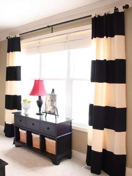 3- Os modelos de cortinas para sala podem ser confeccionados com varões pintados da cor do mobiliário. Fonte: Pinterest