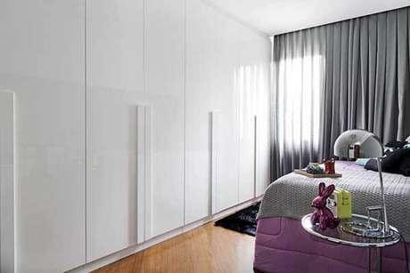 34- Os modelos de cortinas com pregas para quartos são embutidas no teto. Fonte: Oficina 11.11