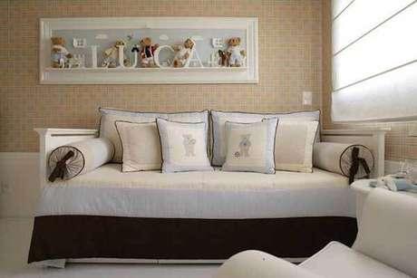 35- Os modelos de cortinas em estilo romana decoram o quarto do bebê. Fonte: Karen Pisacane