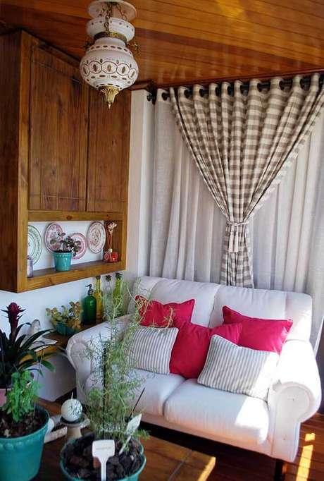 43- Os modelos de cortinas com dois varões permitem a utilização de diferentes tecidos. Fonte: Ticiana Toniolo Tieppo