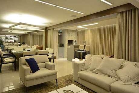 51- Os modelos de cortinas podem separar ambientes dentro do mesmo espaço. Fonte: Máira Ritter