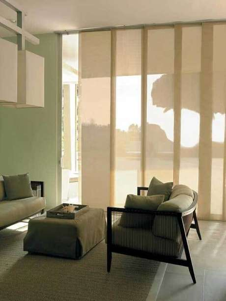 53- Os modelos de cortinas painel tem abertura que desliza sobre trilhos. Fonte: Pinterest