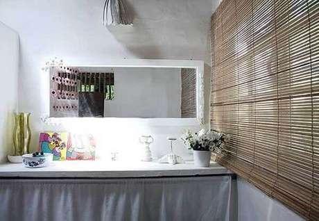 55- Os modelos de cortinas para banheiros rústicos podem ser feitos de bambu. Fonte: Pinterest