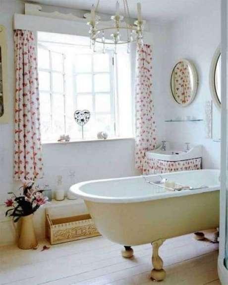 8- Os modelos de cortinas para banheiro devem decorar sem roubar a luminosidade externa. Fonte: Decoração e Arte