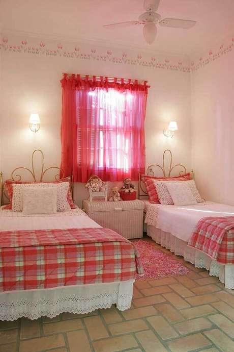 61- Os modelos de cortinas para quartos de meninas podem ter laços para sustentar a peça no varão. Fonte: Katia Perrone