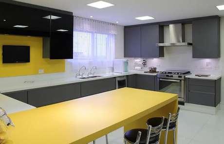 6- Os modelos de cortinas rendadas permitem a passagem da luminosidade. Fonte: Tua Casa